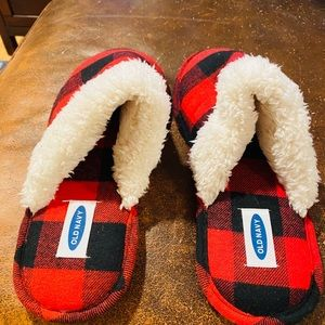 Old Navy Boys Red & Black Flannel Slippers EUC